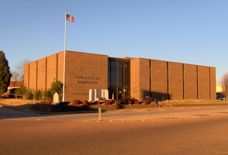 Benton-county-courthouse-tn1